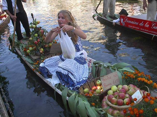 Floating market on the first Sunday in August ~ L'Isle Sur La Sorgue en Provence