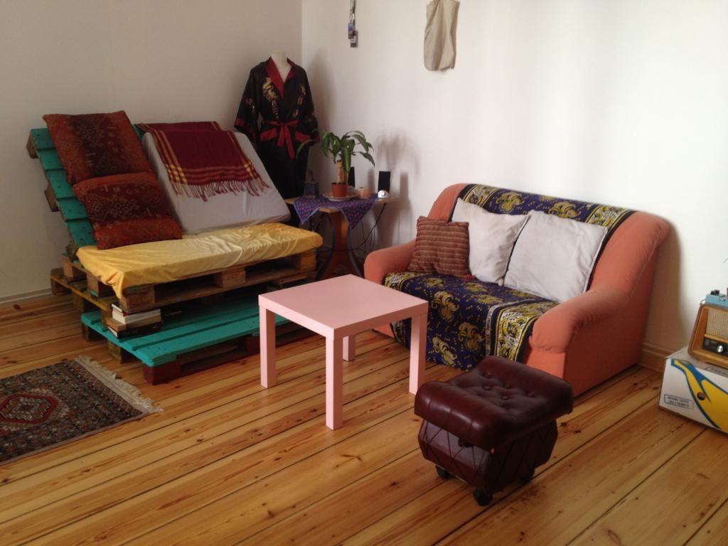 Das Sofa Wurde Einfach Aus Ein Paar Paletten Hergestellt. Mit Etwas Farbe  Und Ein Paar Kissen Wirkt Es Sofort Sehr Wohnlich. Machen
