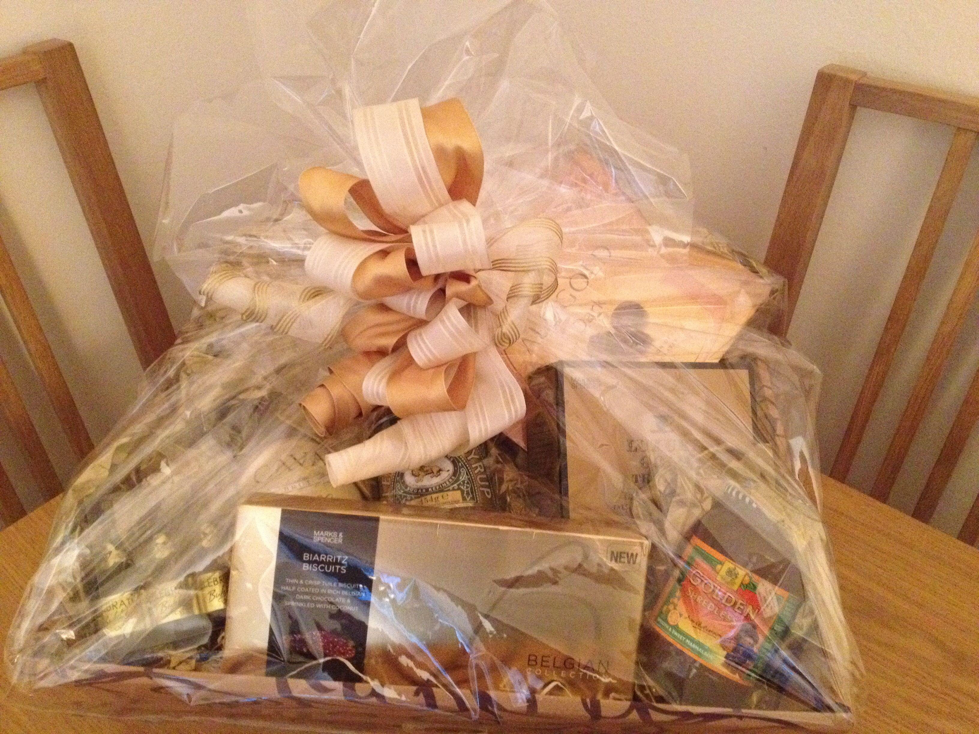 Golden Wedding Gifts Ideas: Wedding Hamper, Gifts