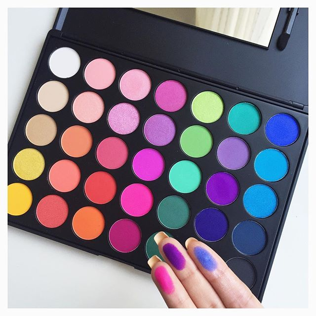 Loveee my new eyeshadow palette from #morphebrushes this is the 35B palette, so bright and pigmented it's what I used to do my purple makeup look. It has a few shimmery eyeshadows but most of them are matte emoji emojiemoji️emojiemojiemojiemoji