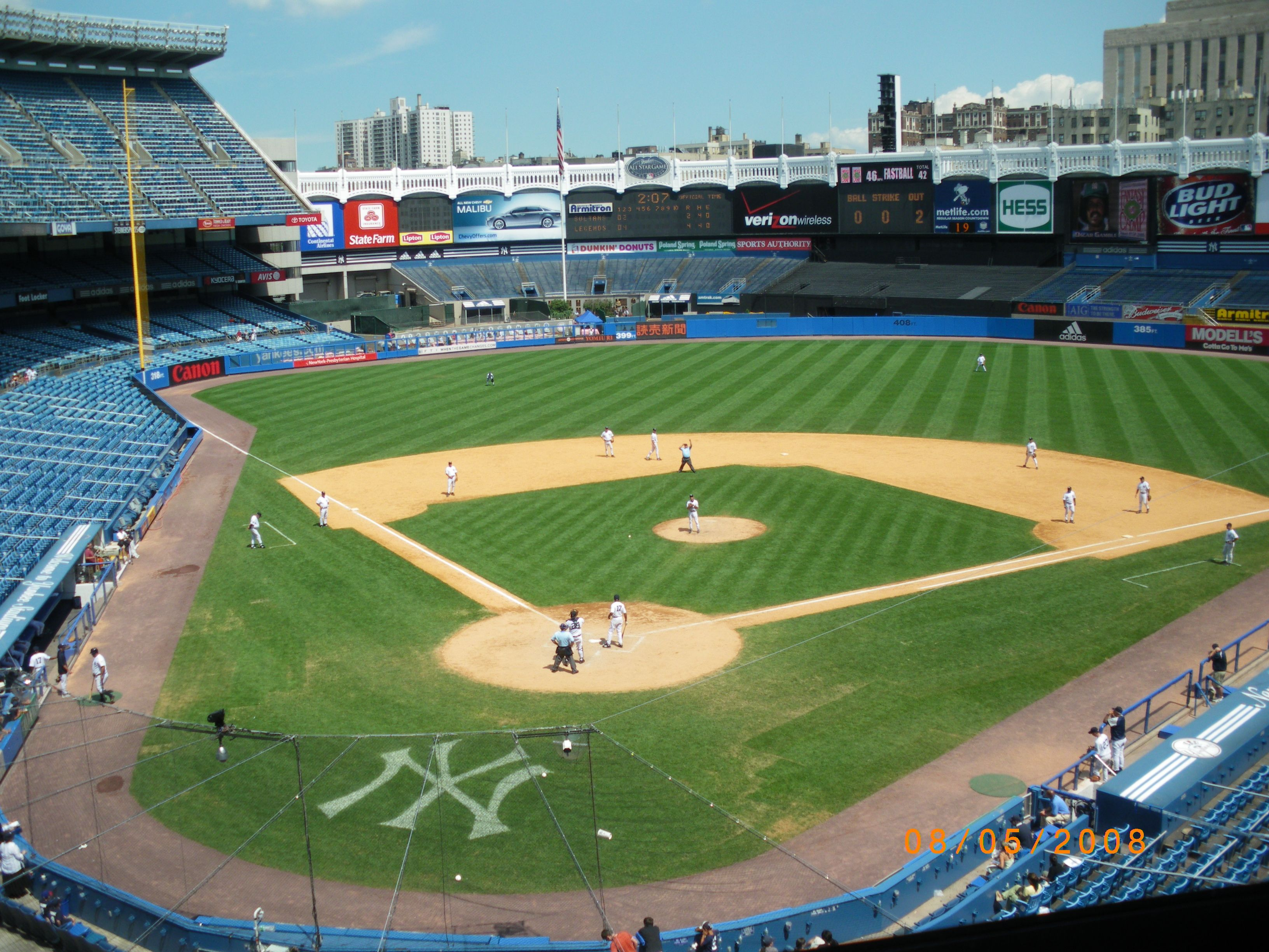 Yankee Stadium 2008 Haven T Been To The New One Yet Yankee Stadium Go Yankees Baseball Stadium