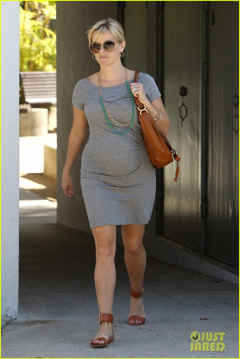 Reese Witherspoon (pregnant)