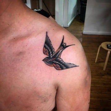 Tradicionales Tatuajes De Golondrinas En El Hombro Tatuajes En El