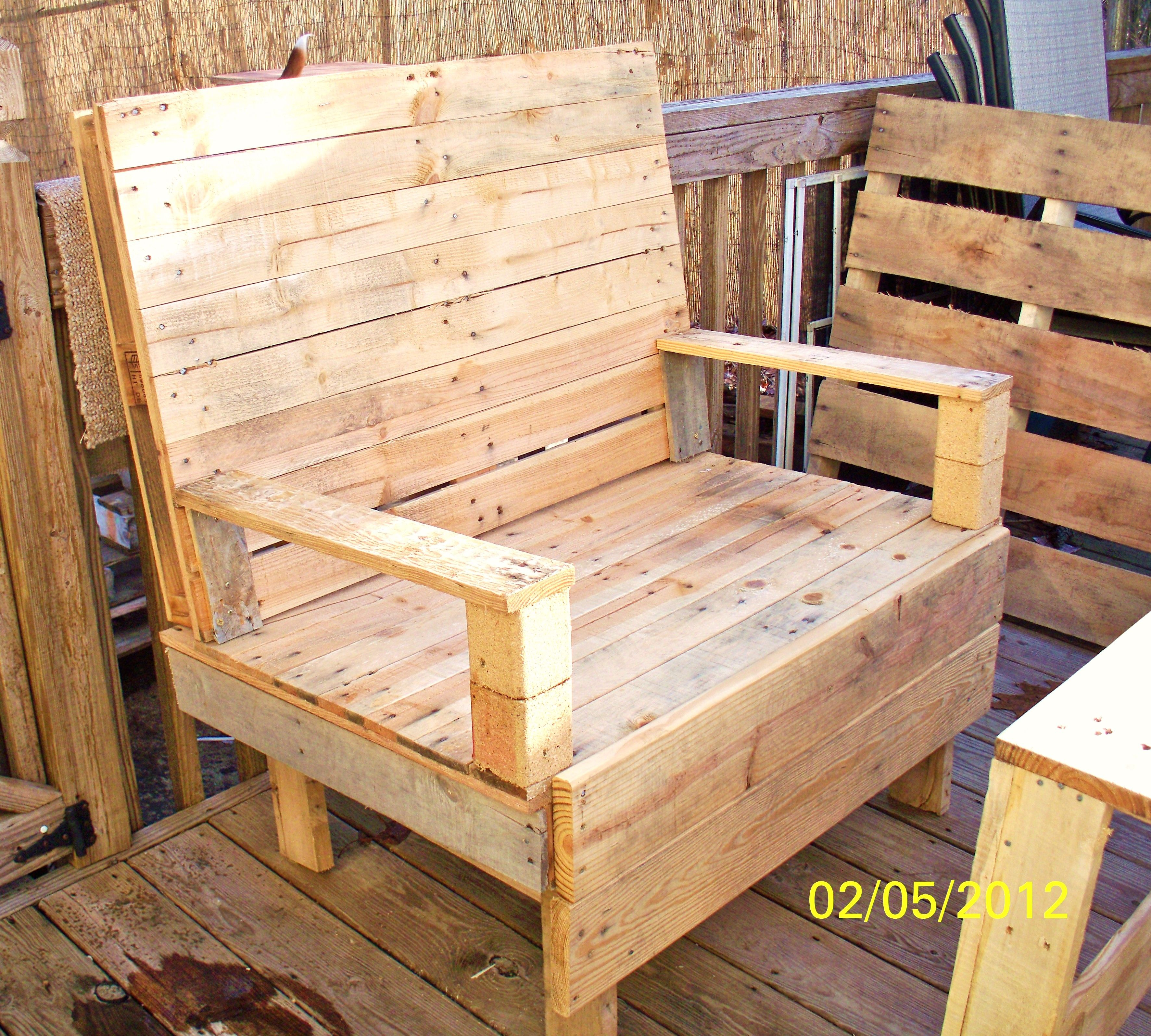 my newest pallet project - pallet bench | Recycled Pallets ...