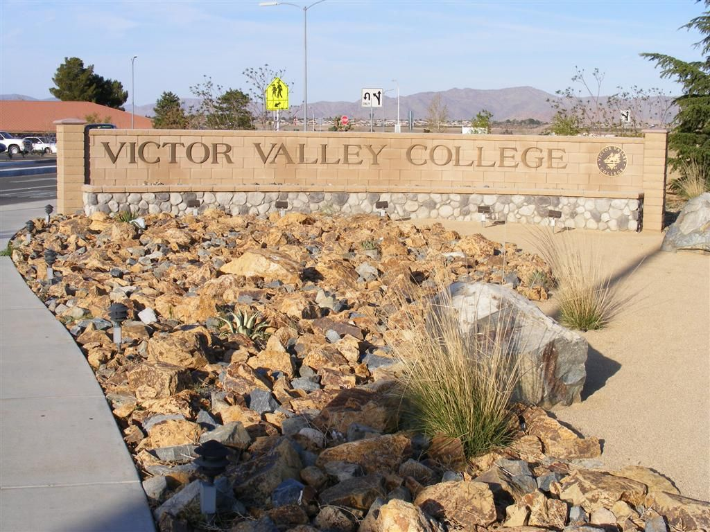 Vvc Sign Bear Valley Road Entrance To Victor Valley College Victorville California Valley College Victorville California Victorville