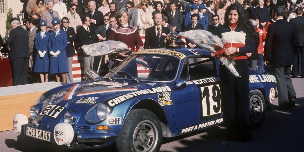 Les pilotes de rallye françaises Michèle Mouton (D) et Françoise Conconi remportent la coupe des Dames sur Alpine Renault - Cultea