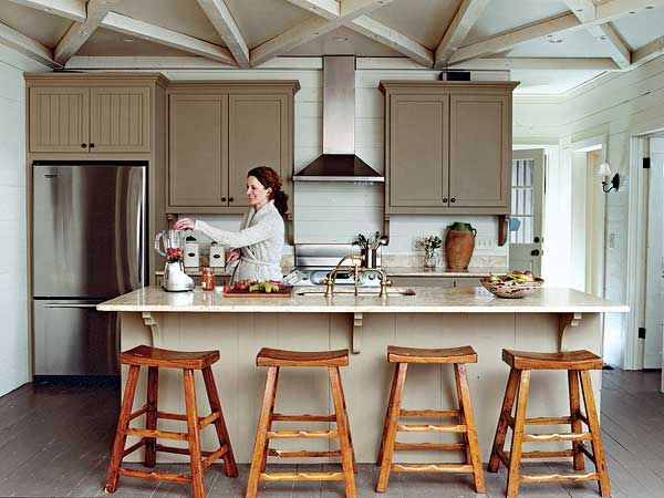 Benjamin white paints wall and ceiling painted creamy for Rustic lake house kitchens