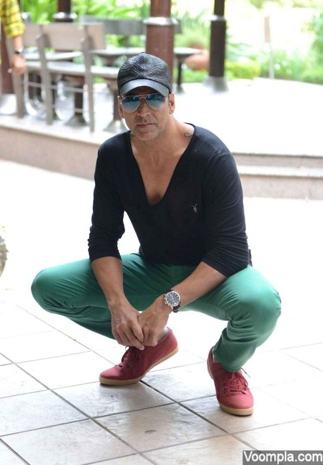 Akshay Kumar goes flamboyantly quirky in green jeans and black T-shirt  paired with red