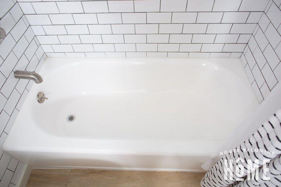 How To Paint A Bathtub In 2020 Tub Refinishing Bathtub Remodel Painting Bathtub
