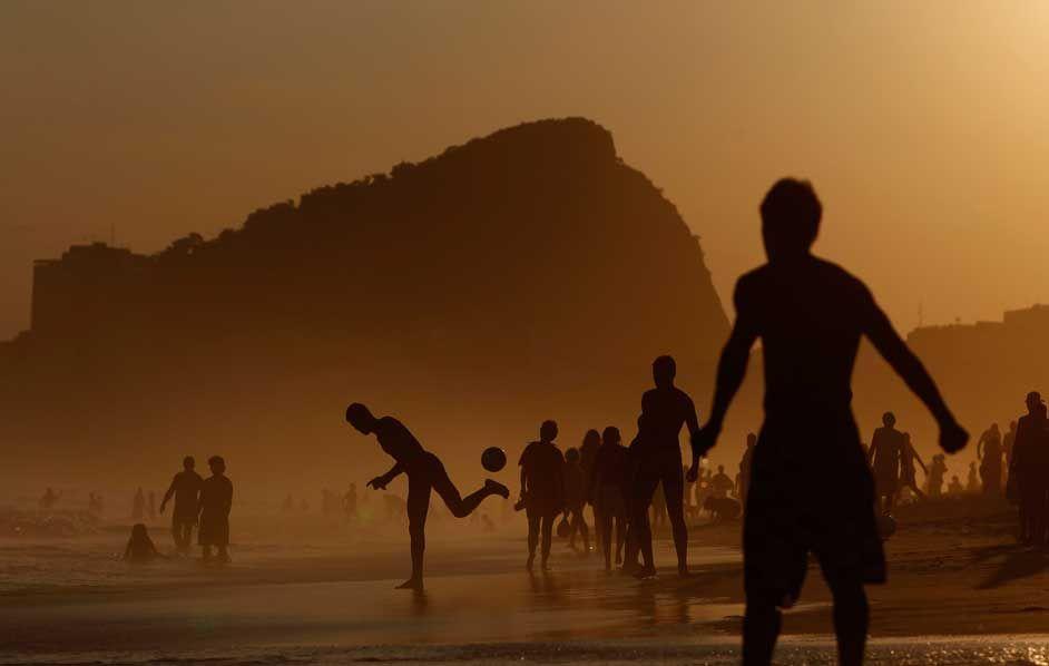 Caldo record a Rio de Janeiro, in Brasile. (Pilar Olivares, Reuters/Contrasto)