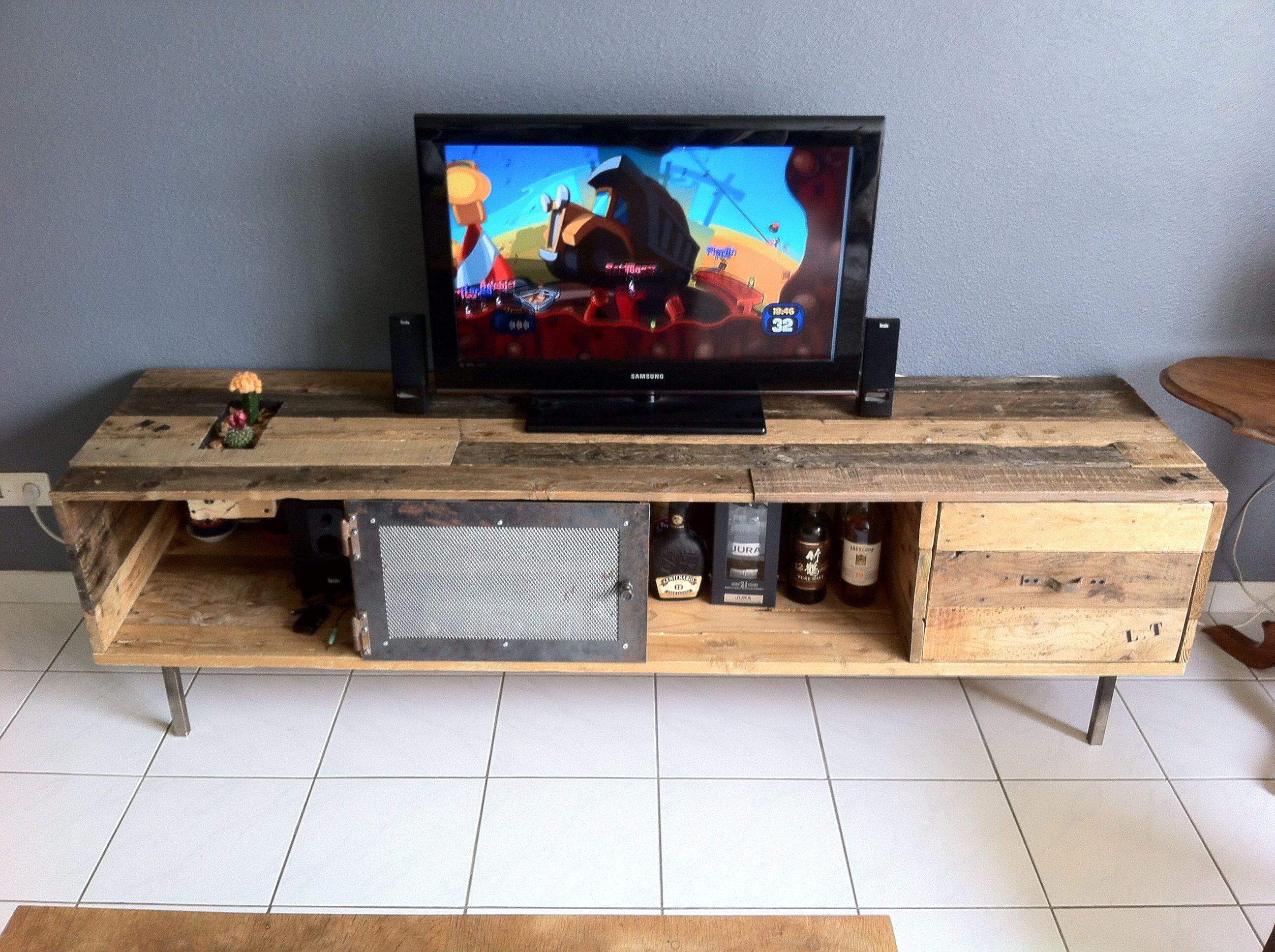 meuble tv fait maison fashion designs. Black Bedroom Furniture Sets. Home Design Ideas