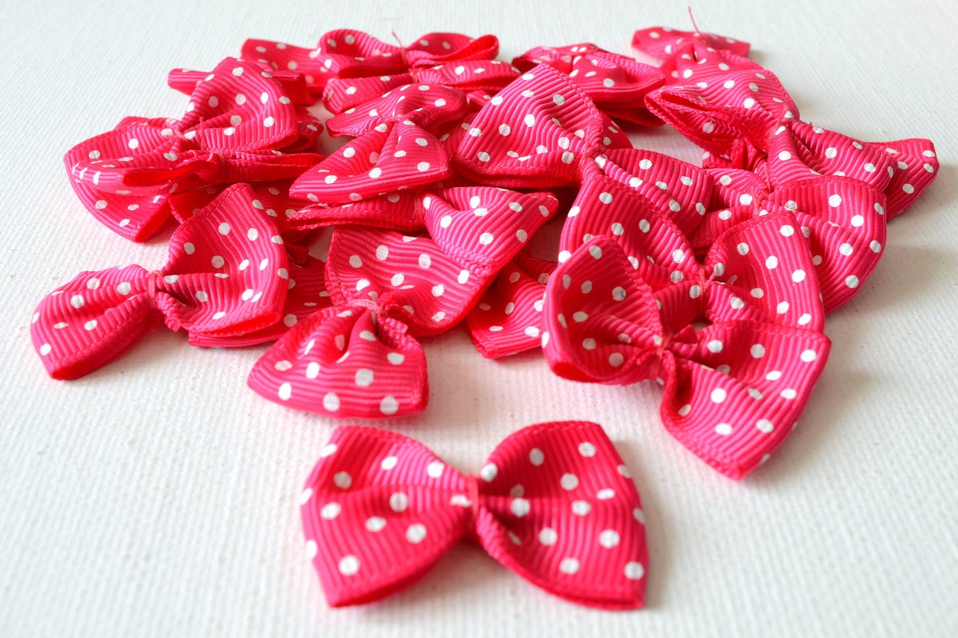 Lot de 5 nœuds en ruban rose foncé à pois : Déco, Customisation Textile par lin-temporelle