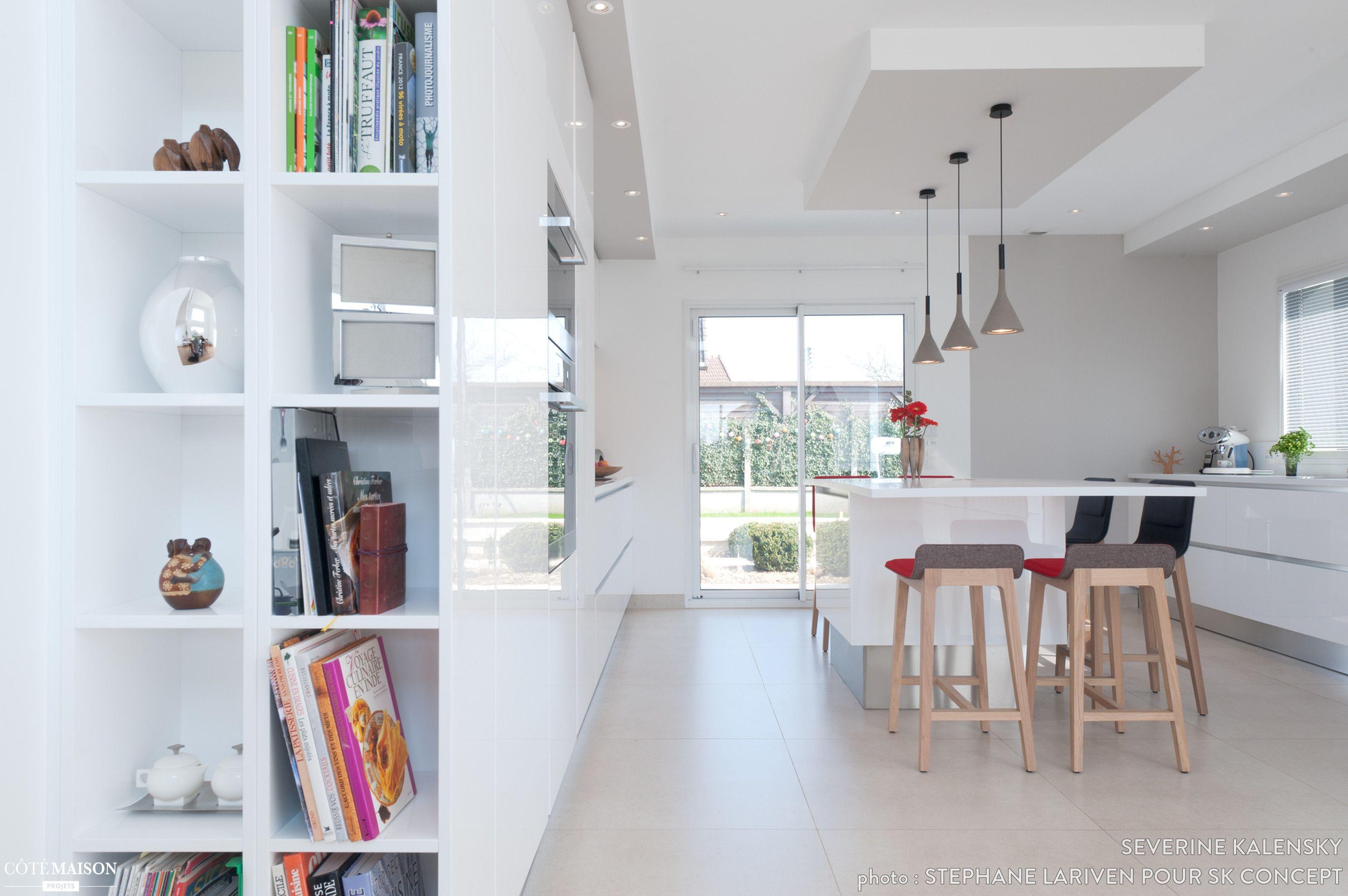 projet cuisine design italien total look blanc avec îlot central