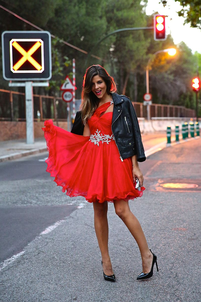 trendy_taste-look-outfit-street_style-ootd-blog-blogger-fashion_spain-moda_españa-red_dress-vestido_rojo-pedreria-coctel-cocktail-boda-wedding-chupa_cuero-leather_jacket-saint_laurent-1