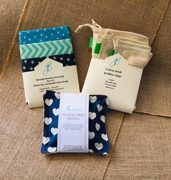 Plastic Free Kitchen Gift Set. Cotton produce bags, beeswax wraps and a plastic free sponge bundle. #beeswaxwraps