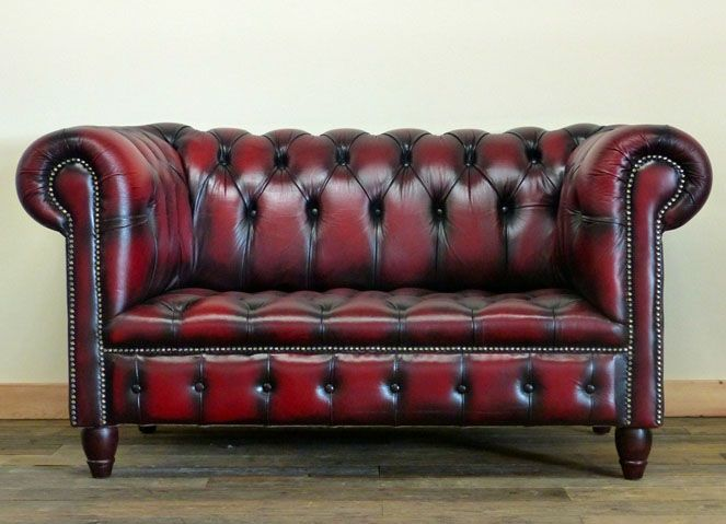 fully buttoned two seater deep red wine chesterfield sofa wood rh pinterest com