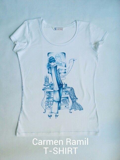 Camiseta pintada a mano por Carmen Ramil.