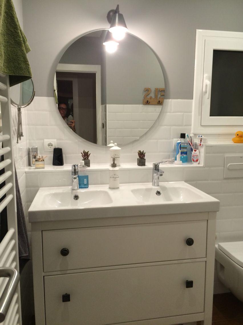 Baño con espejo redondo | Bathroom | Espejos para baños, Baños ...