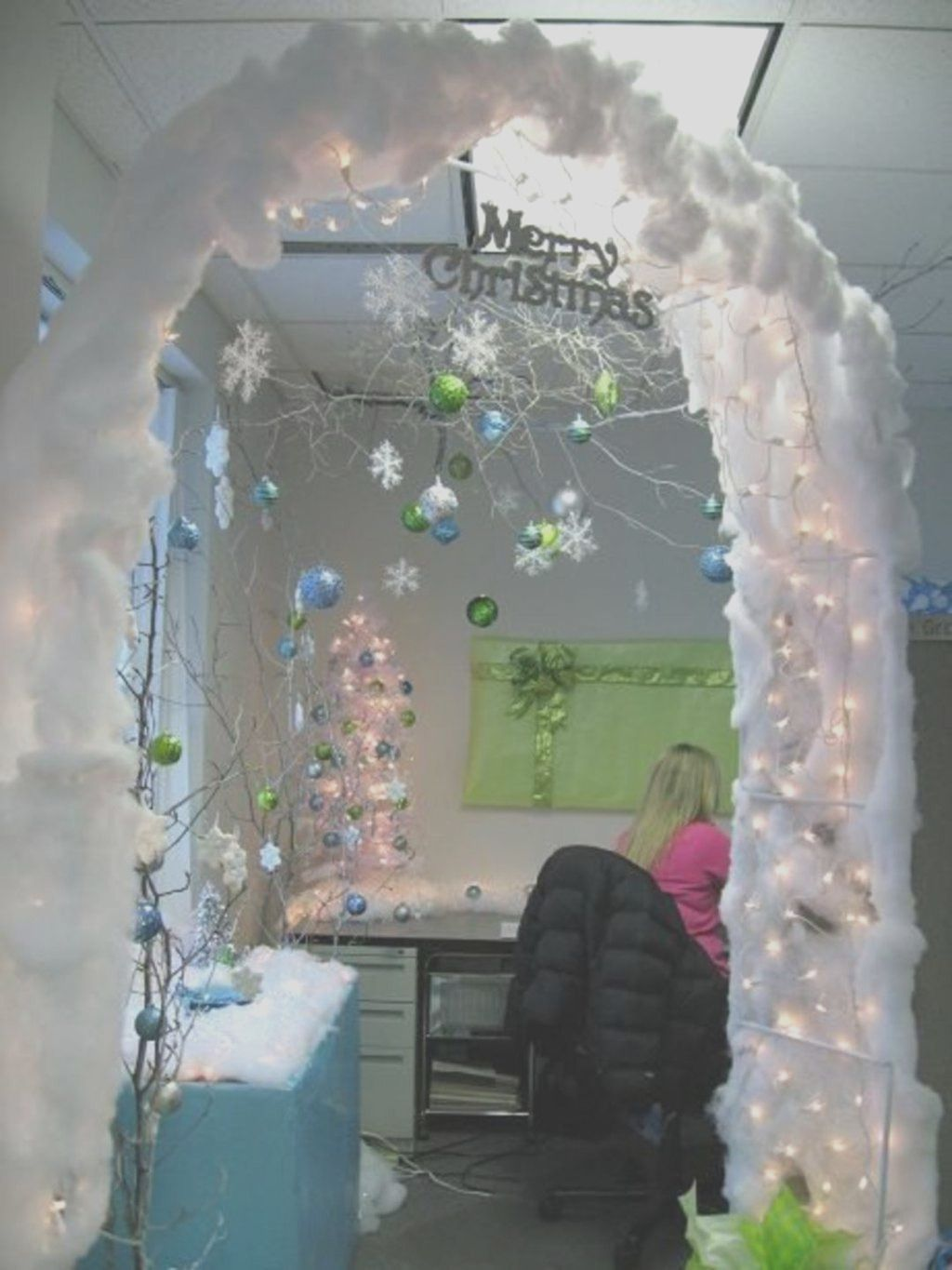27 Amazing Diy Winter Decoration Ideas You Should Try In 2021 Office Christmas Decorations Winter Wonderland Decorations Winter Wonderland Christmas