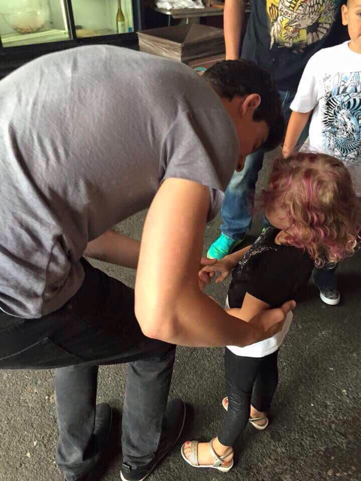 shawn with kids are my weakness... i mean look he's holding her little baby hands so cute