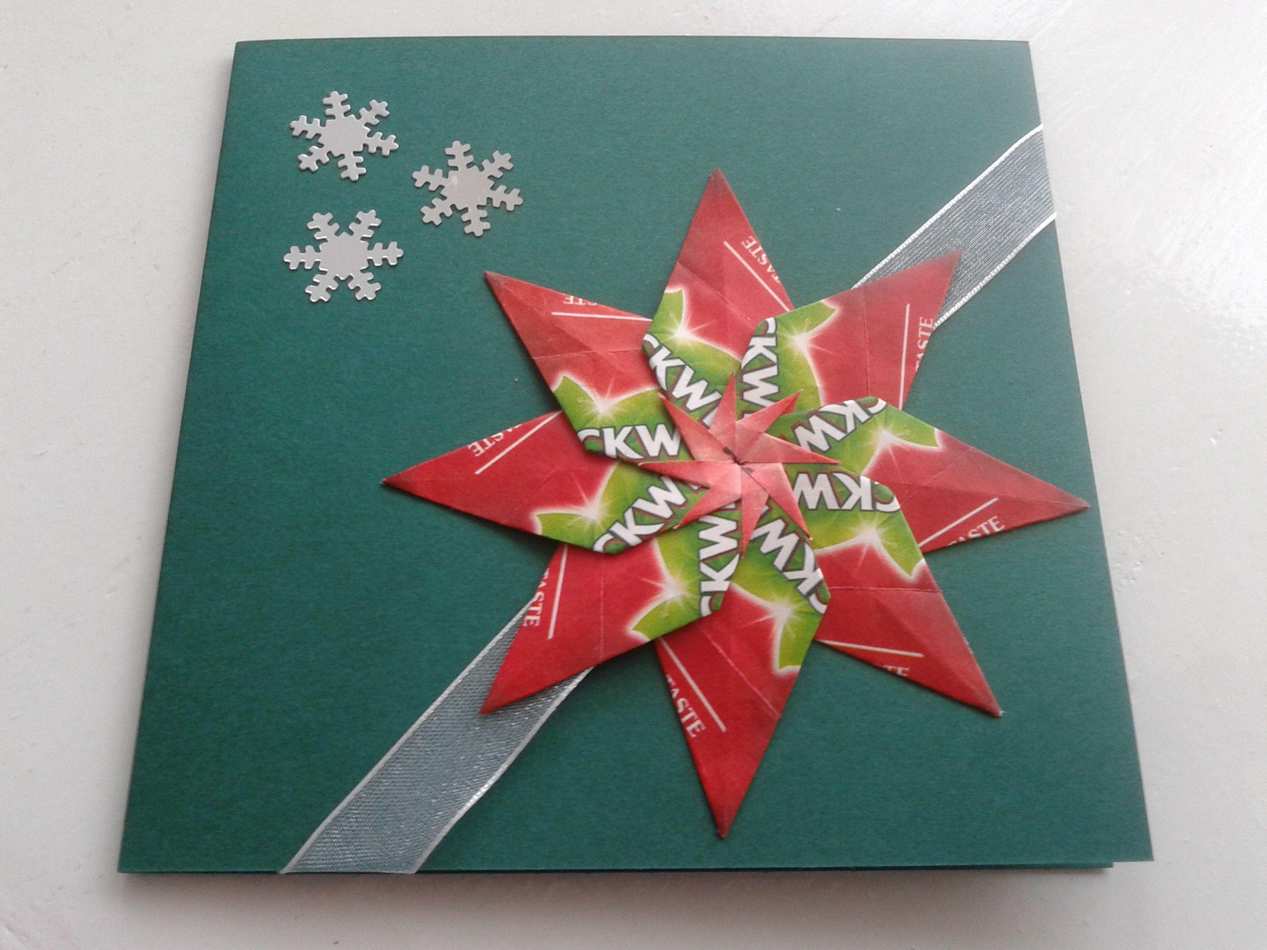 vierkante kerstkaart met dubbele ster en lint origami