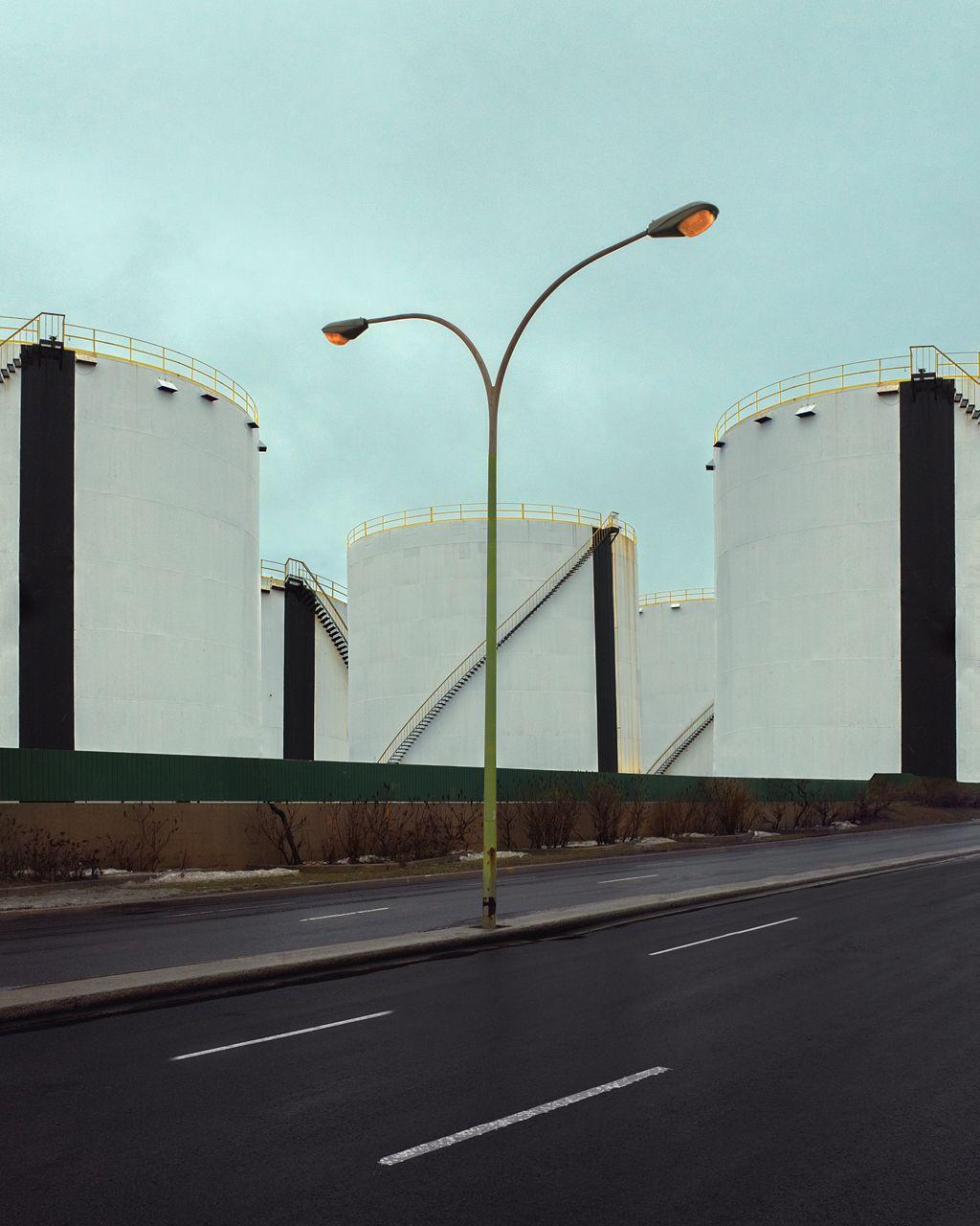 lensblr-network:  Visions\ théâtralisation du banal quotidien/ Montréal raffinerie by benoitp.tumblr.com