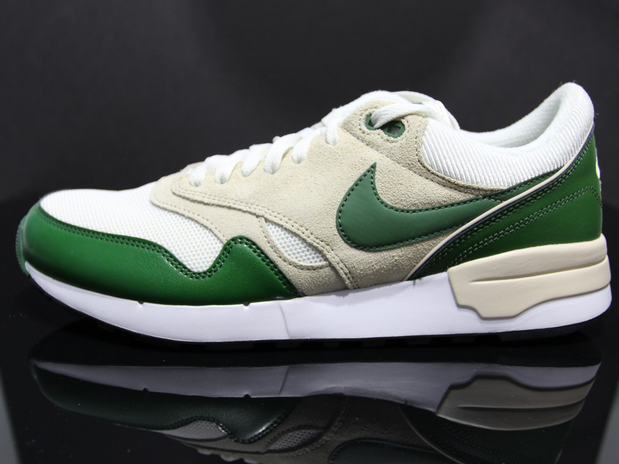 the latest f7b47 c9d23 NIKE Air Odyssey Vintage Sneakers Size 11 (White Rattan Forest Green)