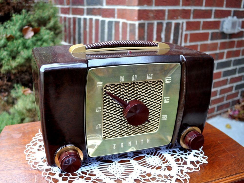 R ZENITH H615 Vintage Bakelite Tube Radio - 1951 | radios