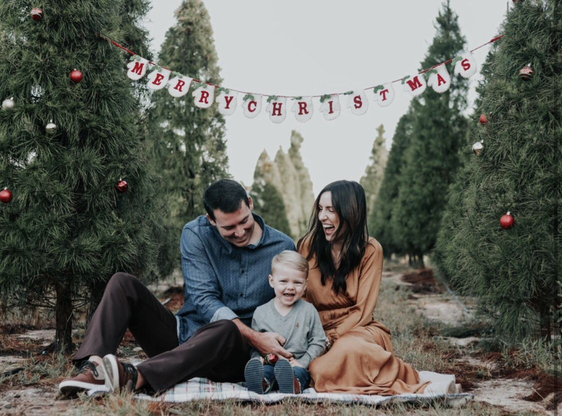 Pin By Jessica Evers On Christmas Mini Session Ideas Christmas Tree Farm Pictures Family Holiday Photos Family Christmas Pictures
