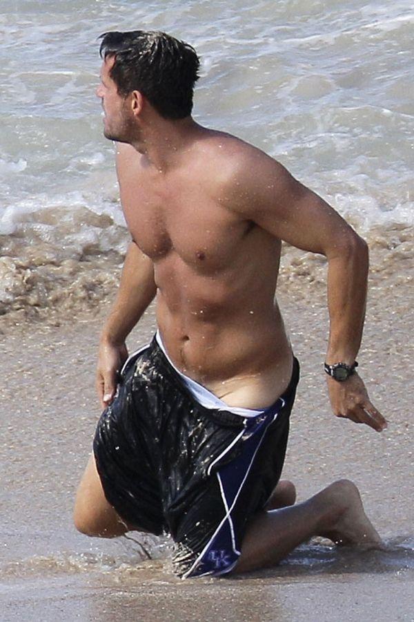 Josh hopkins swim suit malfunction celebrities in 2019 - Swimming pool wardrobe malfunction pics ...