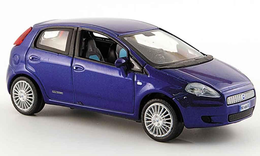 Fiat Punto Grande blue funfturig 2005 Norev. Fiat Punto Grande blue funfturig 2005 miniature 1/43