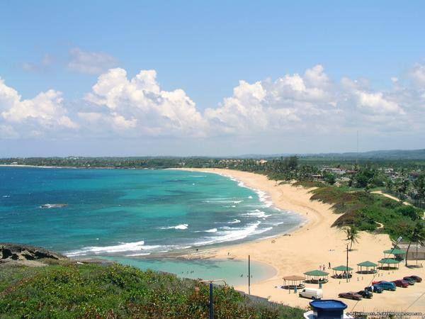 Vista de la Posa del Obispo y la Playa en Arecibo, Puerto Rico
