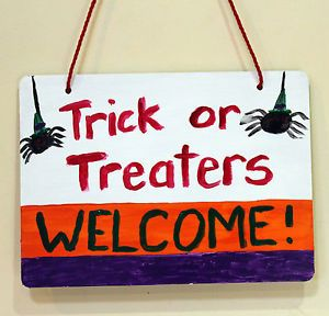 Halloween-trick-or-treat-welcome-wooden-sign-hand-painted