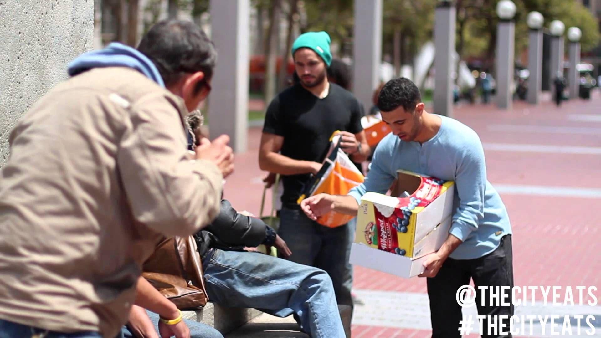 The City Eats Giving Sandwiches To Homeless In San Francisco Tenderloin Tenderloins San Francisco Homeless