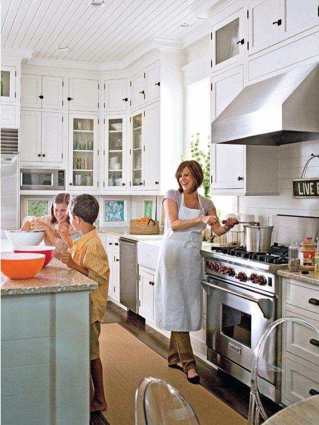 A White Kitchen Home Kitchens Kitchen Inspirations Kitchen