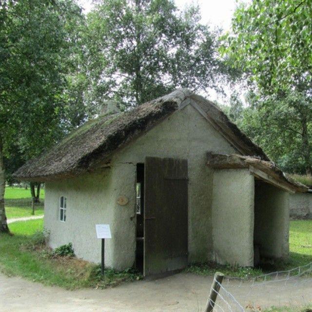 Stilecht nachgebautes #Lehmhaus. Zu sehen im #Moormuseum Moordorf.