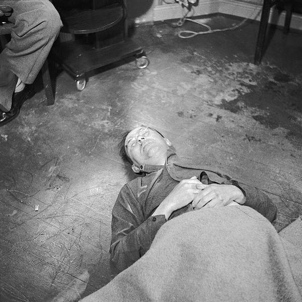 Foto na História: O SUICÍDIO DE HEINRICH HIMMLER