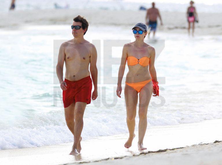 Marta Hazas Disfruta De La Playa Con Su Marido Ropa De Baño Bikinis Bikini