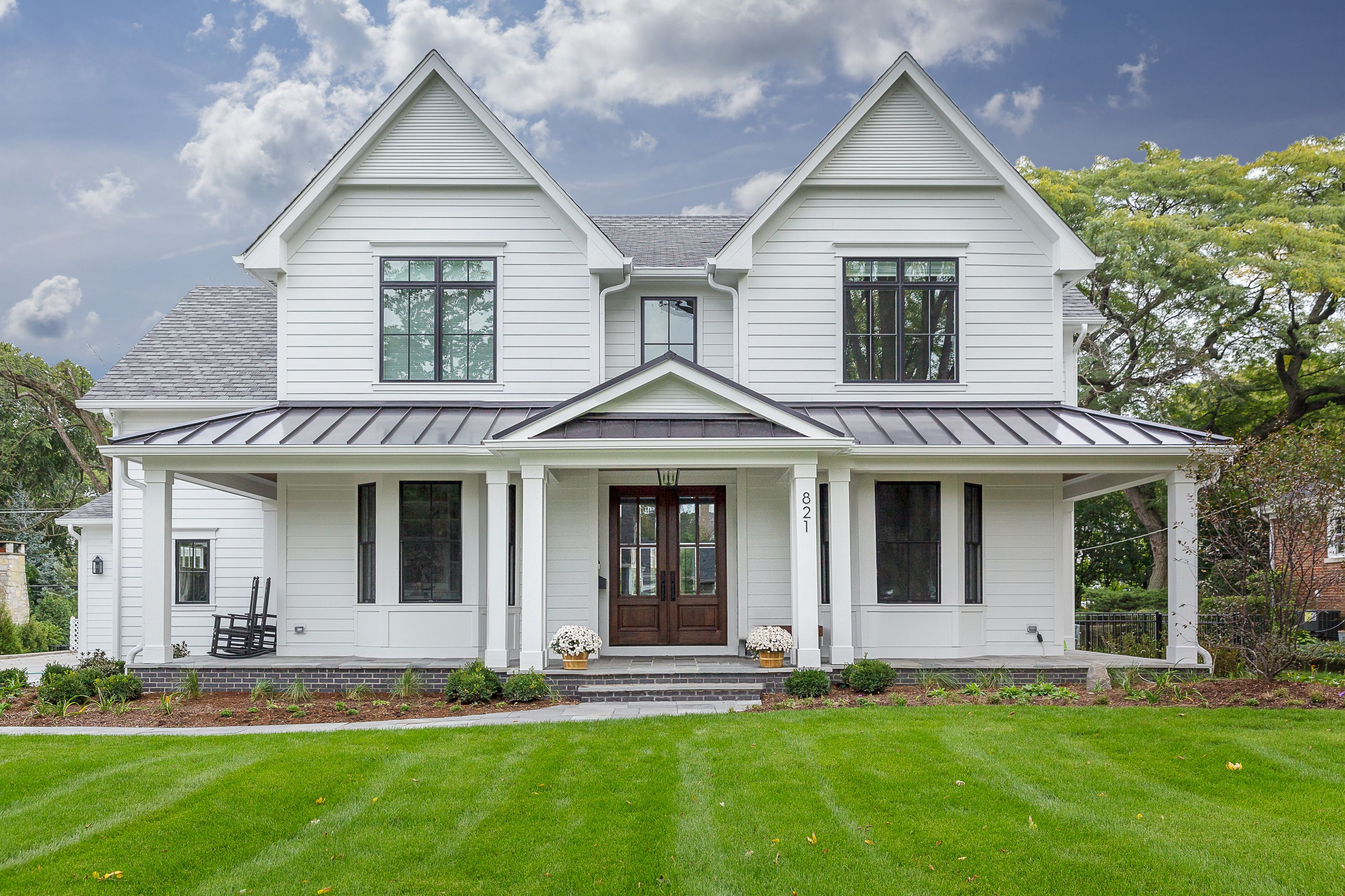 Best Beautiful White Modern Farmhouse With Black Windows And 400 x 300