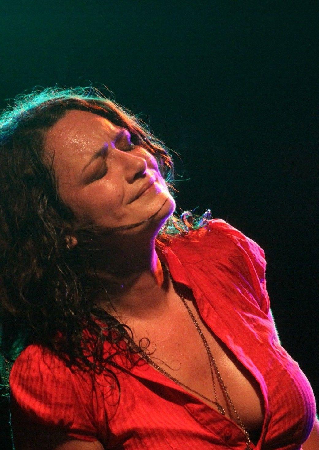 Freitag 16. März Meena  'Feel Me' - Ihr 2. Album, welches im Katalog von 'RUF Records' erscheinen wird, ist das, was sich mit 'ein großer Wurf' nur unzureichend beschreiben lässt. Meena die Blues-Göttin, Meena die aufsehen erregende Stimme, die Welt-Musikerin, die sich aus dem kleinen oberösterreichischen Dorf Überackern aufgemacht hat um zu zeigen, dass Stimme und Gefühl, Blues und Seele keine Frage der Herkunft sind.