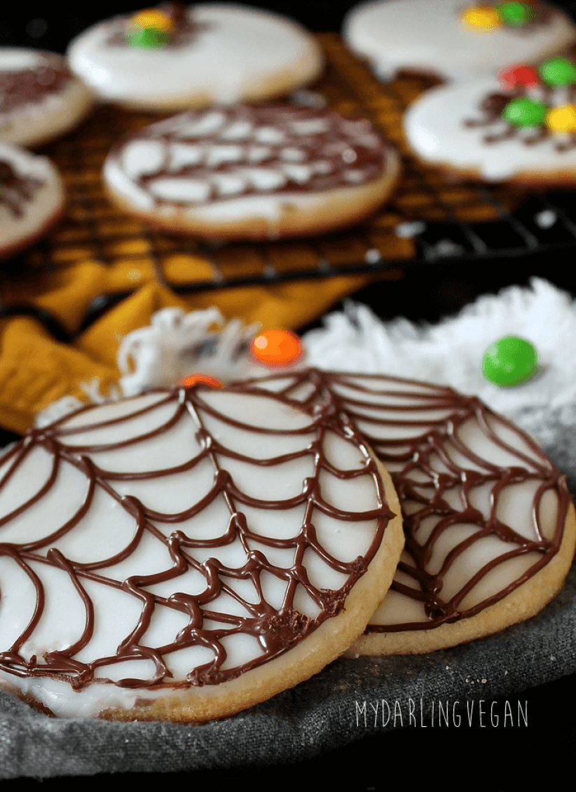 vegan creepy crawly sugar cookies // these vegan halloween treats