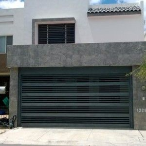 Puerta contempor nea de cochera con barrotes horizontales - Puerta para cochera ...