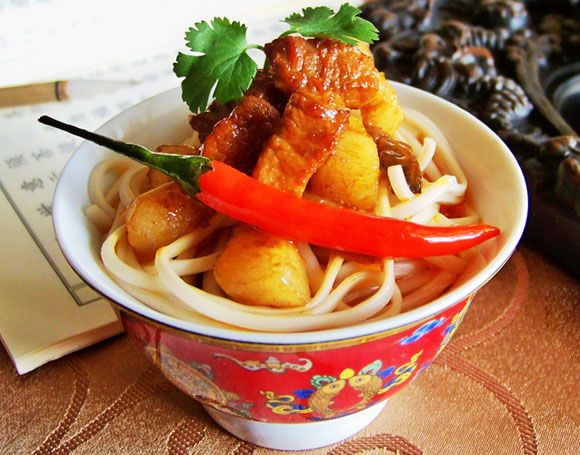 Sauteed Meat Noodles with Red Pepper