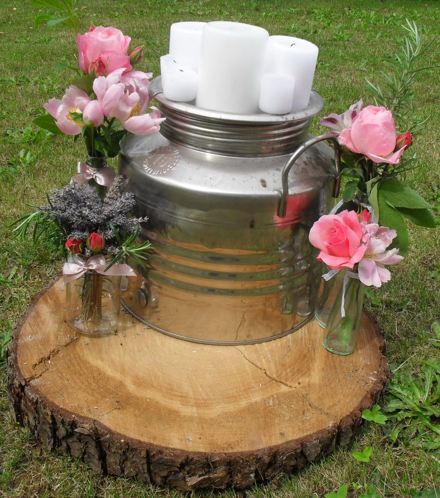 Un romanticissimo allestimento contry chic per l'ingresso del rito civile, con un leggero sapore provenzale. Lovelly pink, wedding, flower decoration.
