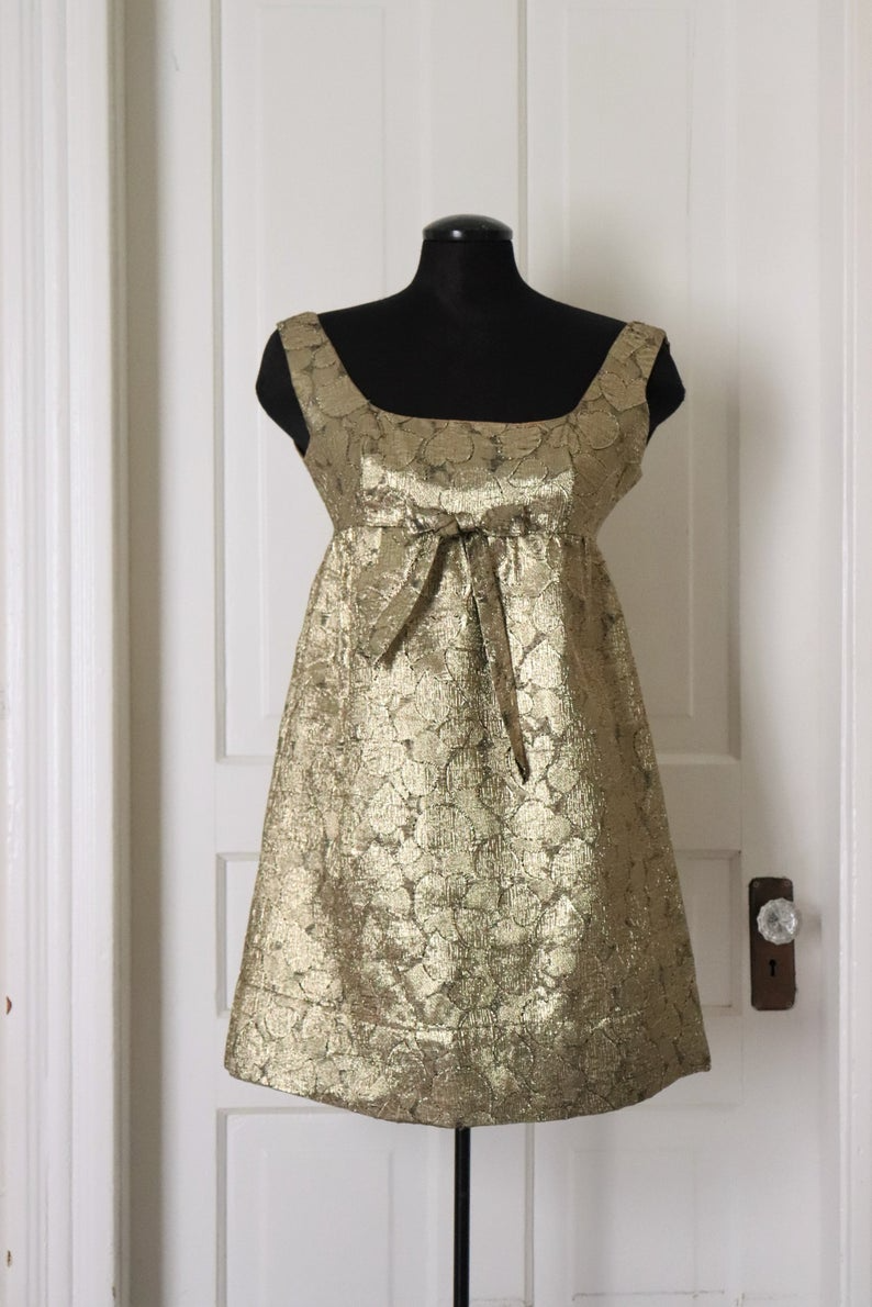 1960 S Gold Lame Baby Doll Dress Vintage And Oh So Retro Sweet Gold Mini Mod Dress 60 S Brocade Gold Lame Cocktail Party Dress Babydoll Dress Doll Dress Fabulous Dresses [ 1190 x 794 Pixel ]