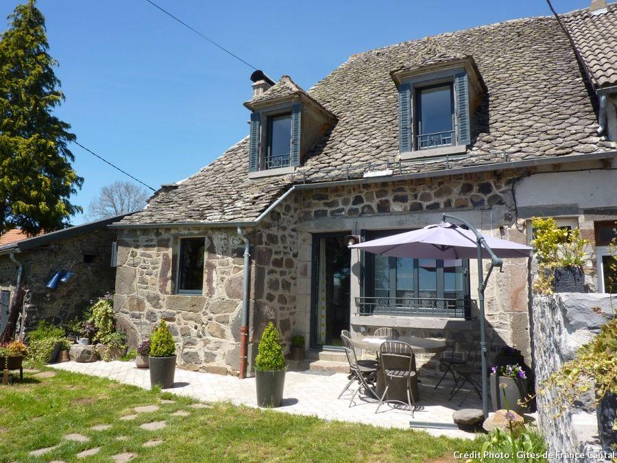 La maison de Léa pour un été en famille dans le Cantal