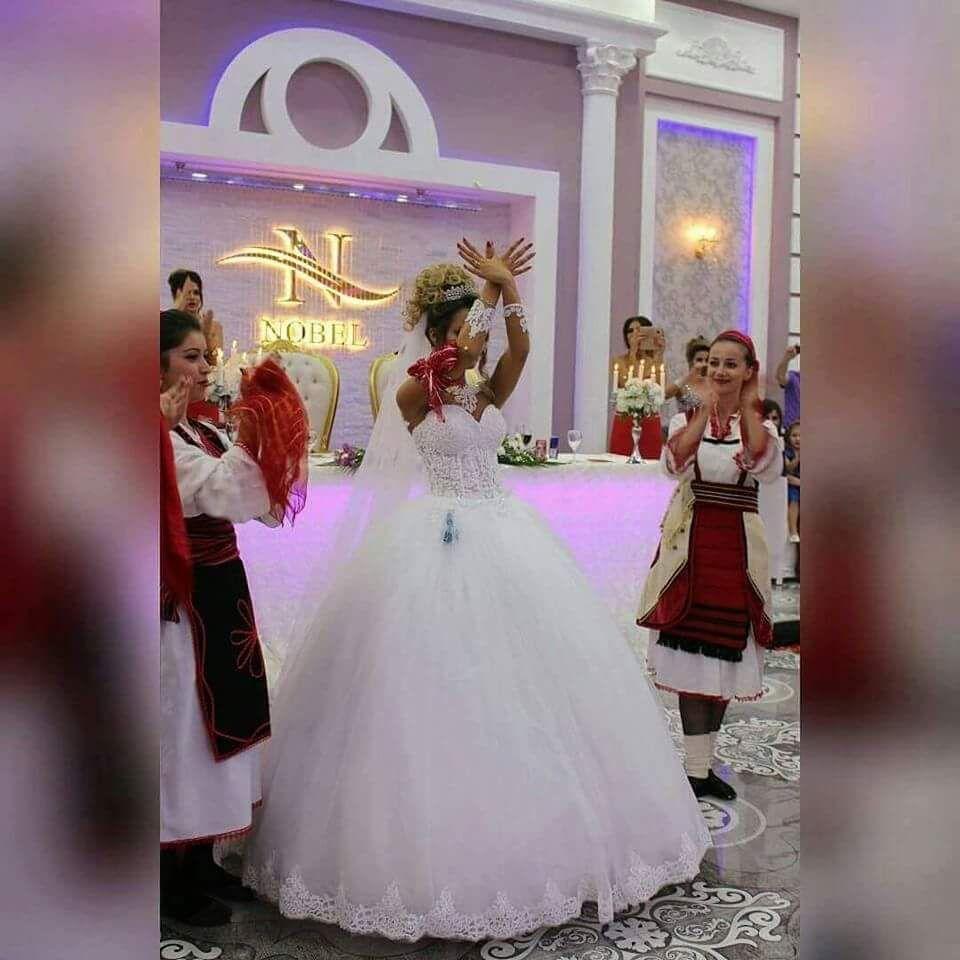 Pin auf Albanian dresses