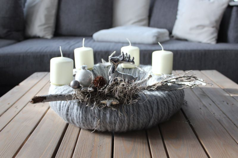 aw84 adventskranz aus wolle dekoriert mit nat rlichen. Black Bedroom Furniture Sets. Home Design Ideas