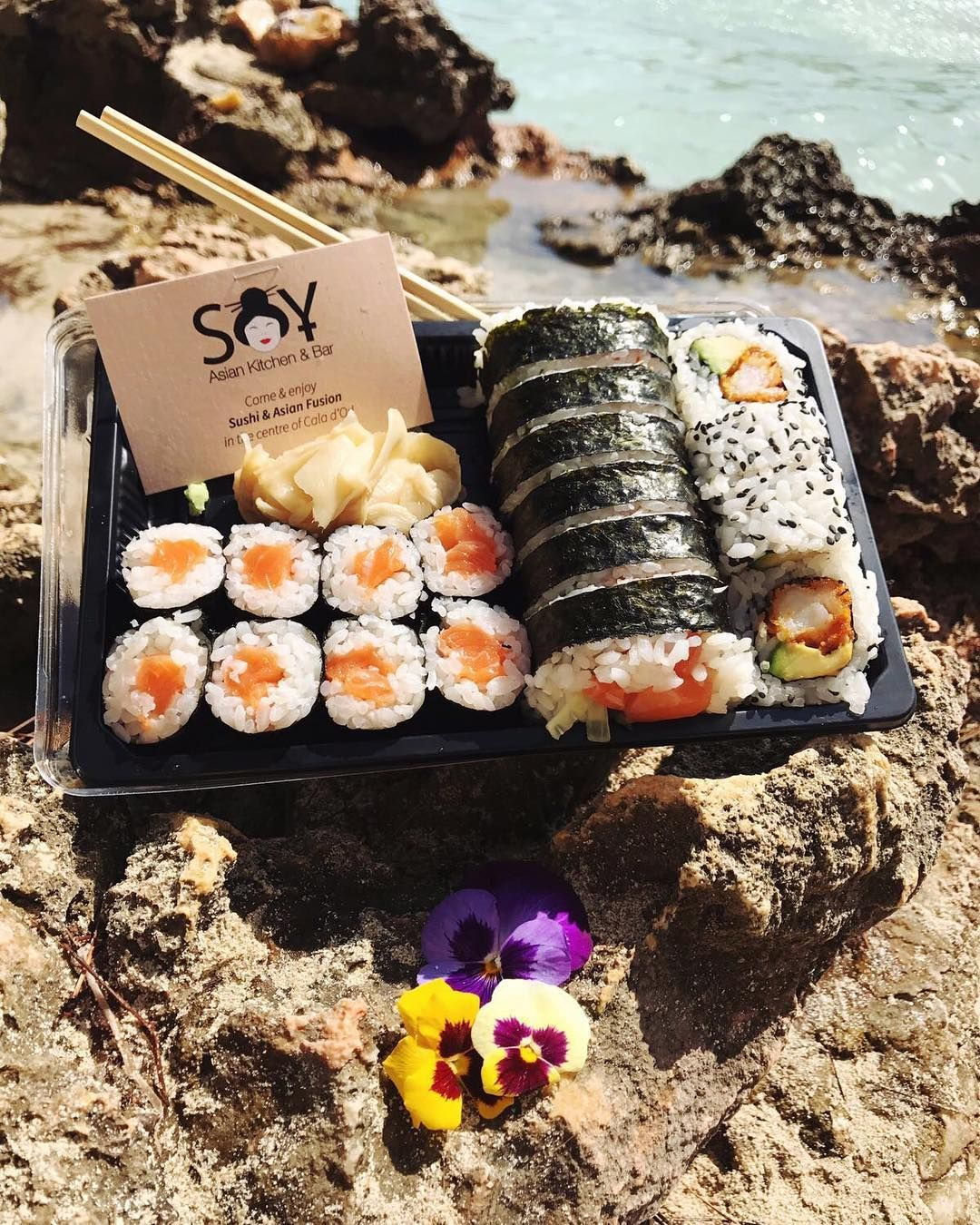 The Perfect Combination Vamos A La Playa Picknick Beach Takeaway Sushitime Sushi Sushitakeaway Beachvibes Weekendmode Happysatur Food Recipes Sushi