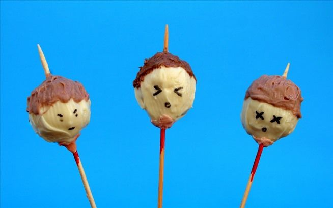 Severed heads cake pops, the perfect Anti-Valentine's Day dessert. #DIY #recipe